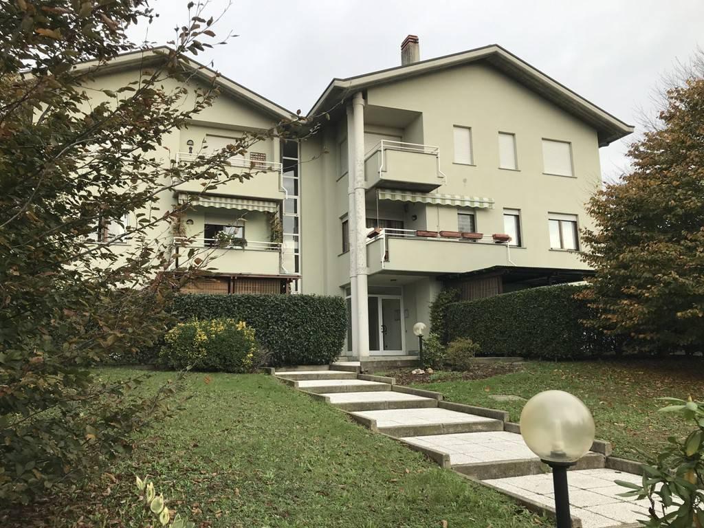 Appartamento in buone condizioni parzialmente arredato in vendita Rif. 8647707
