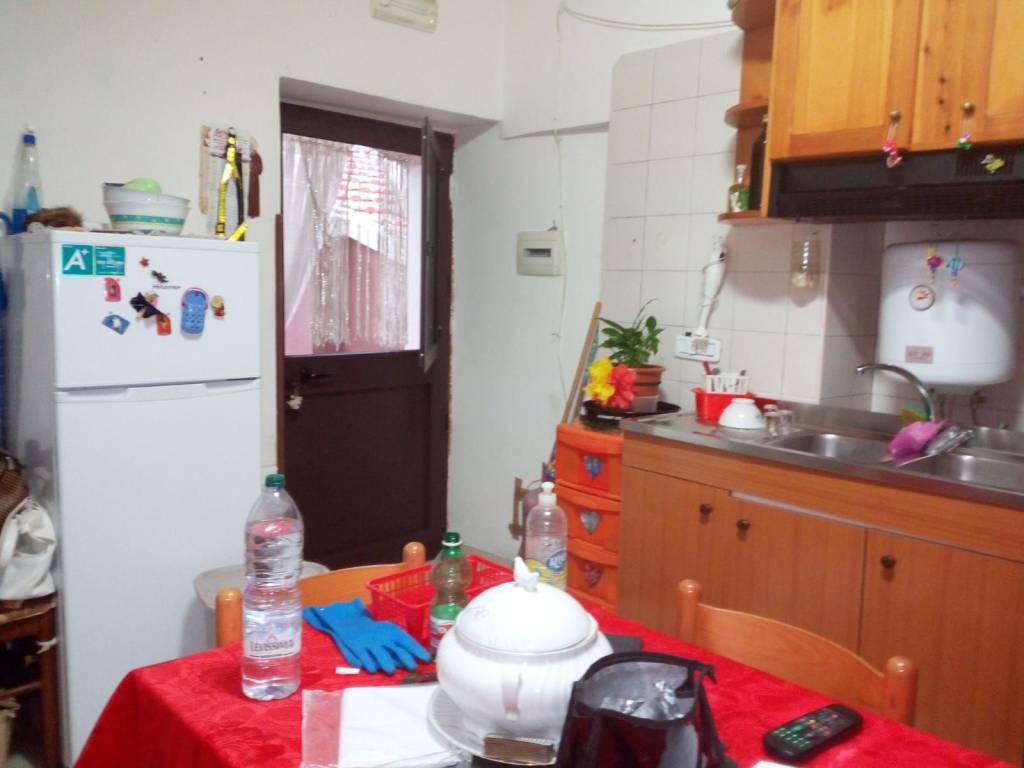 Appartamento in buone condizioni arredato in affitto Rif. 8911016