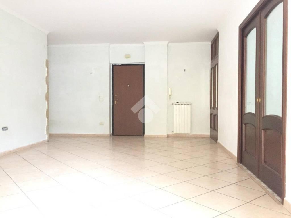Appartamento in buone condizioni in affitto Rif. 9226292