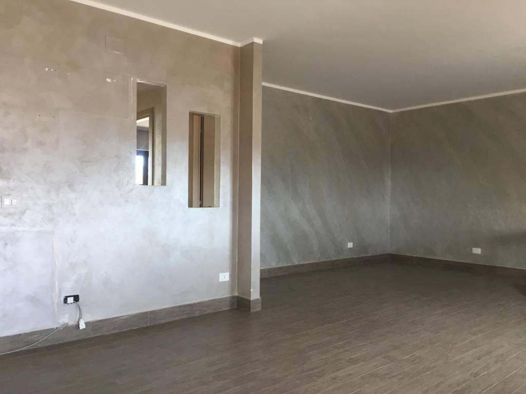 Appartamento in ottime condizioni in affitto Rif. 8647516