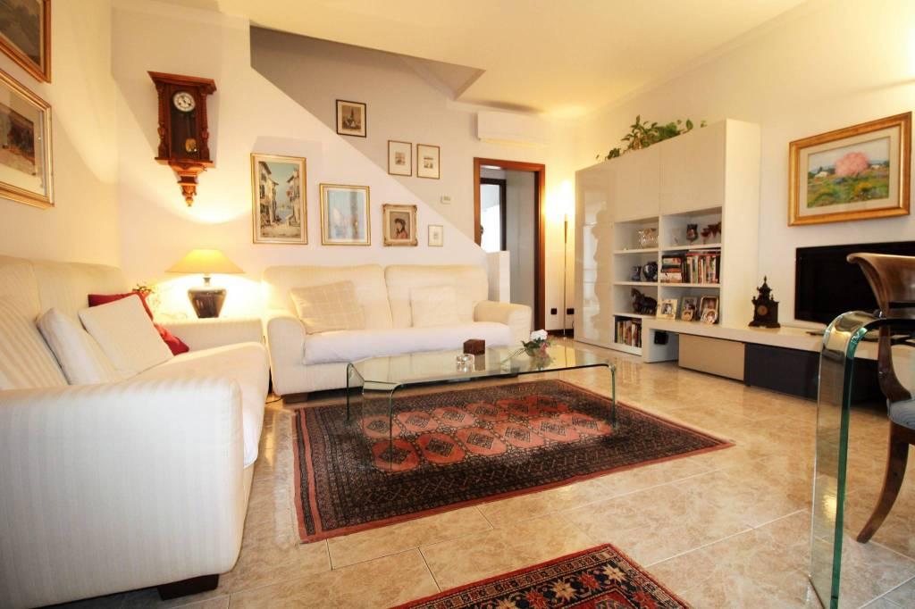 Villetta a schiera in ottime condizioni in vendita Rif. 8646492