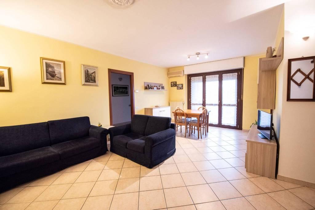 Appartamento in buone condizioni in vendita Rif. 8644192