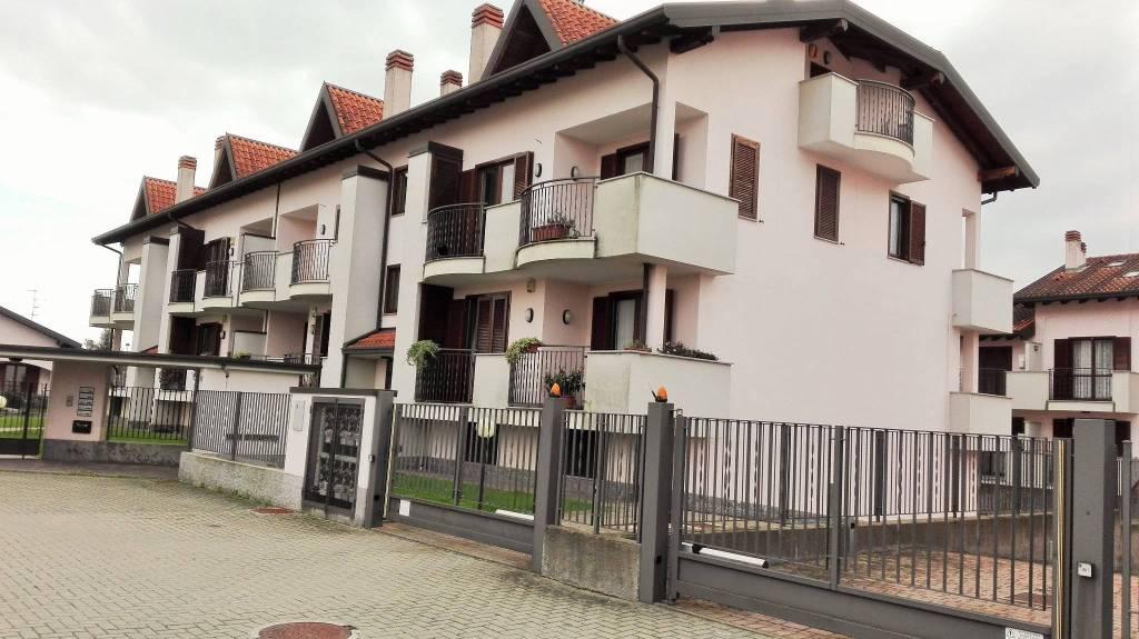 Appartamento in buone condizioni in vendita Rif. 8641435