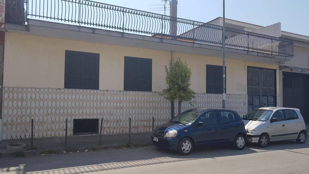Stabile / Palazzo in ottime condizioni in vendita Rif. 8650824