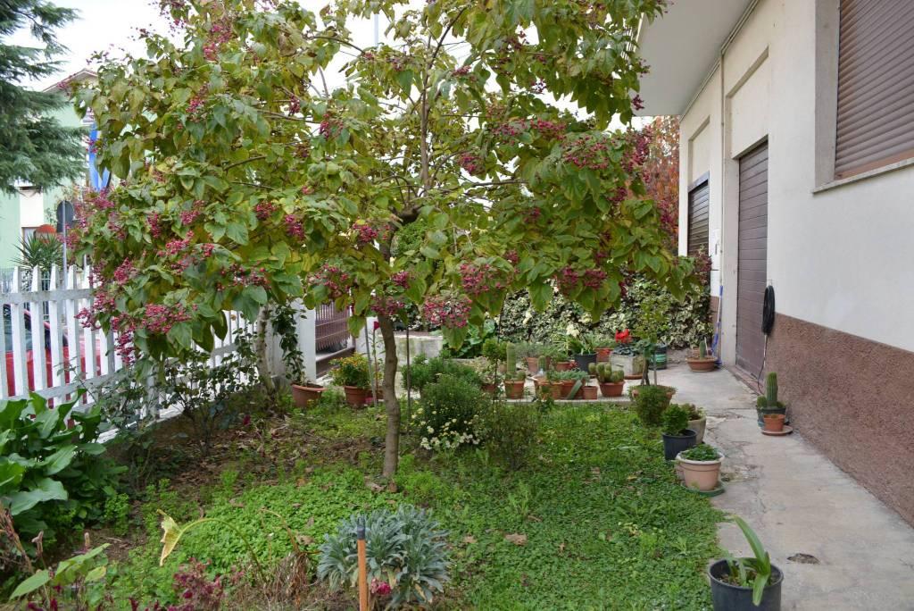 Appartamento in ottime condizioni in vendita Rif. 8641373