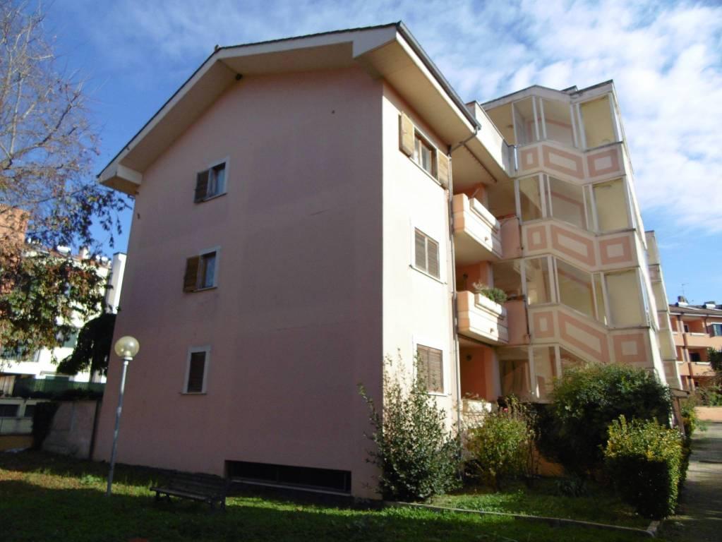 Appartamento in buone condizioni in vendita Rif. 8644850
