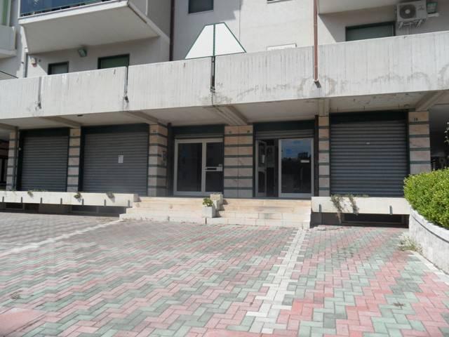 LOCALE COMMERCIALE - ZONA PARCO COMUNALE Rif. 8639640