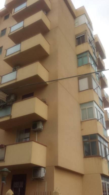 Appartamento in buone condizioni in vendita Rif. 8648814