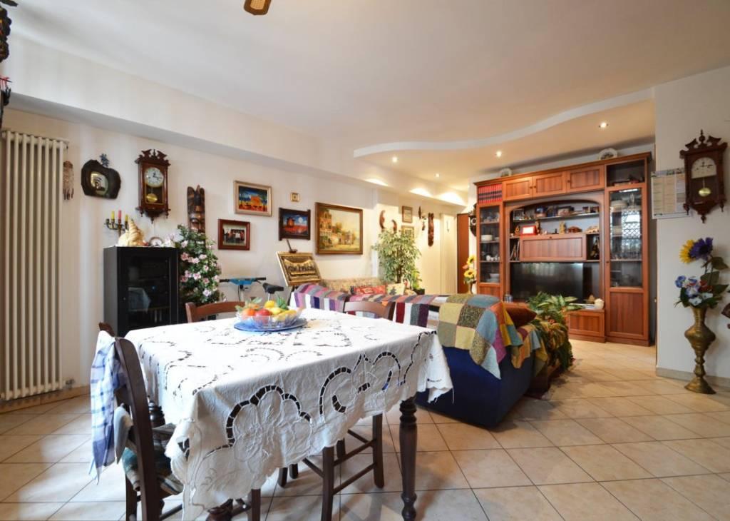 Appartamento in ottime condizioni parzialmente arredato in vendita Rif. 8642766