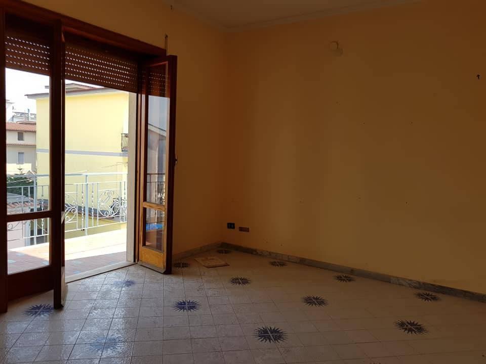 Appartamento in buone condizioni in vendita Rif. 8641887