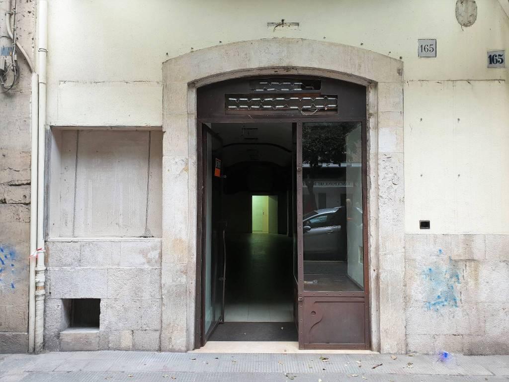 Negozio in Affitto a Bari in Corso Cavour 165