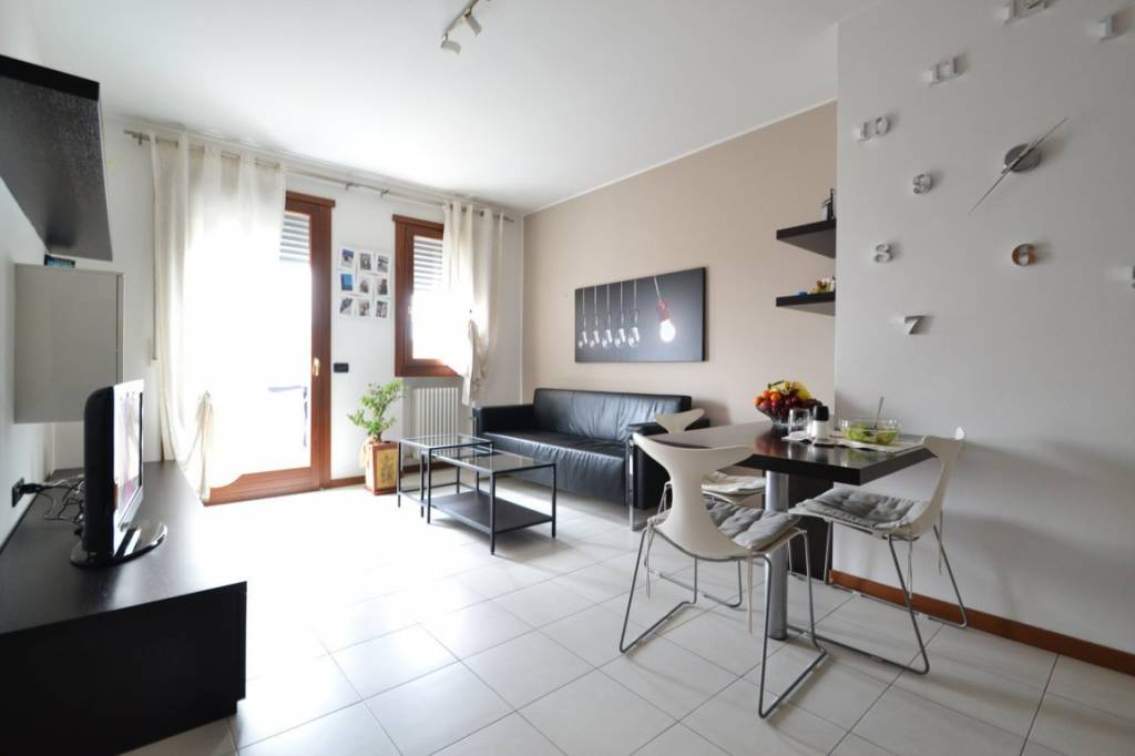 Appartamento in buone condizioni arredato in vendita Rif. 8642767