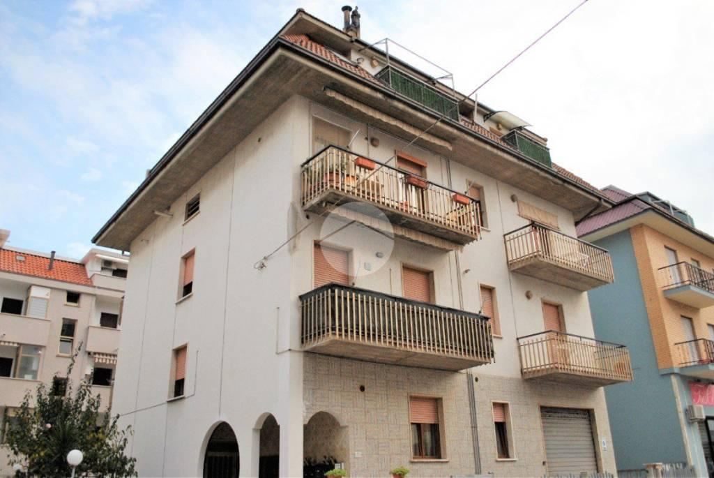 Appartamento in buone condizioni parzialmente arredato in vendita Rif. 9319770