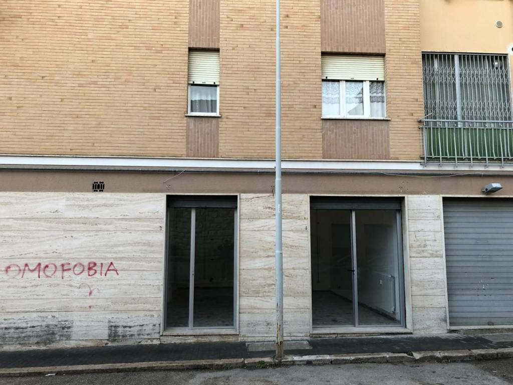 Locale commerciale 45 mq con doppia vetrina Rif. 8648429