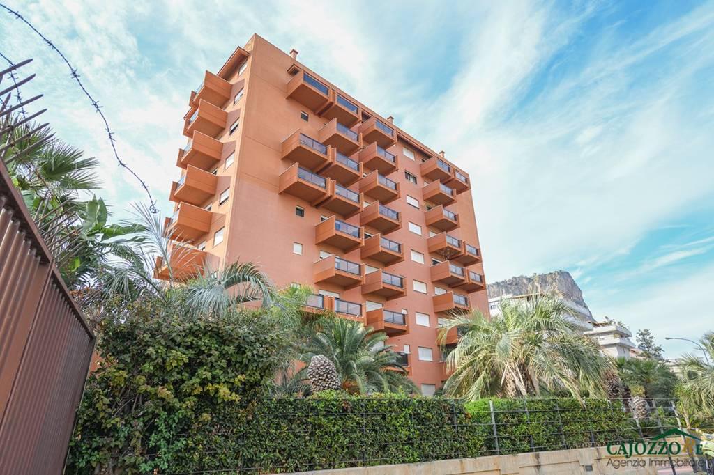 Appartamento in ottime condizioni in affitto Rif. 8641859