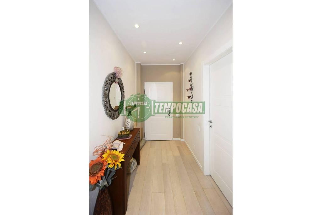 Appartamento in ottime condizioni in vendita Rif. 8927413