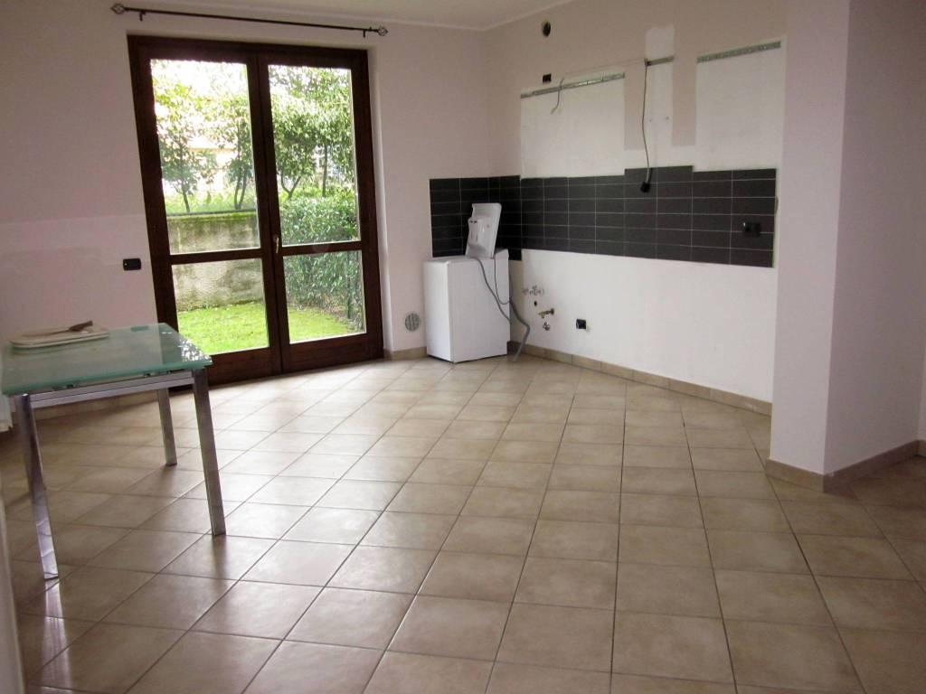 Appartamento in affitto a Gavirate, 1 locali, prezzo € 370 | CambioCasa.it