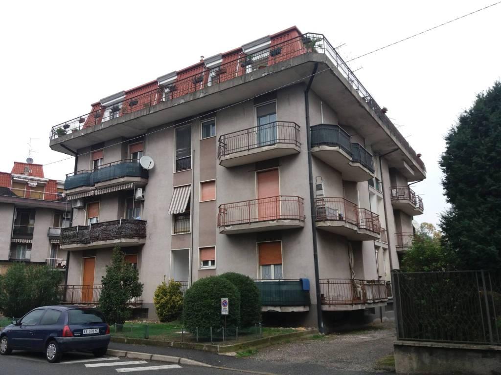 Appartamento in buone condizioni in vendita Rif. 8648523