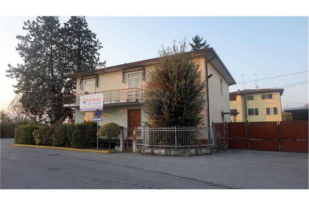 Villa in vendita a Leno, 11 locali, prezzo € 200.000 | CambioCasa.it