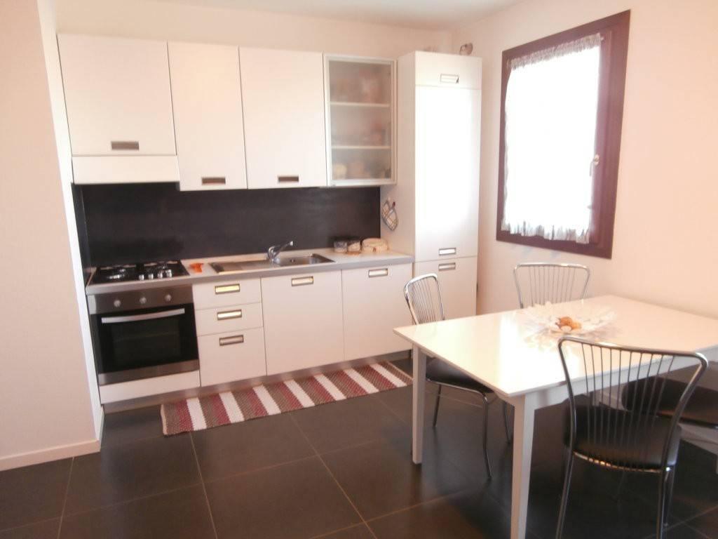 Appartamento in ottime condizioni in vendita Rif. 8645154