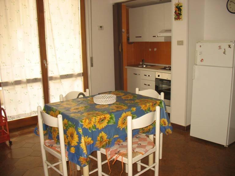 Appartamento in buone condizioni arredato in affitto Rif. 8639210