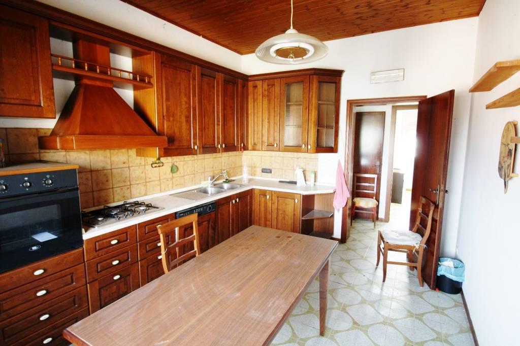 Appartamento in buone condizioni parzialmente arredato in vendita Rif. 8645686