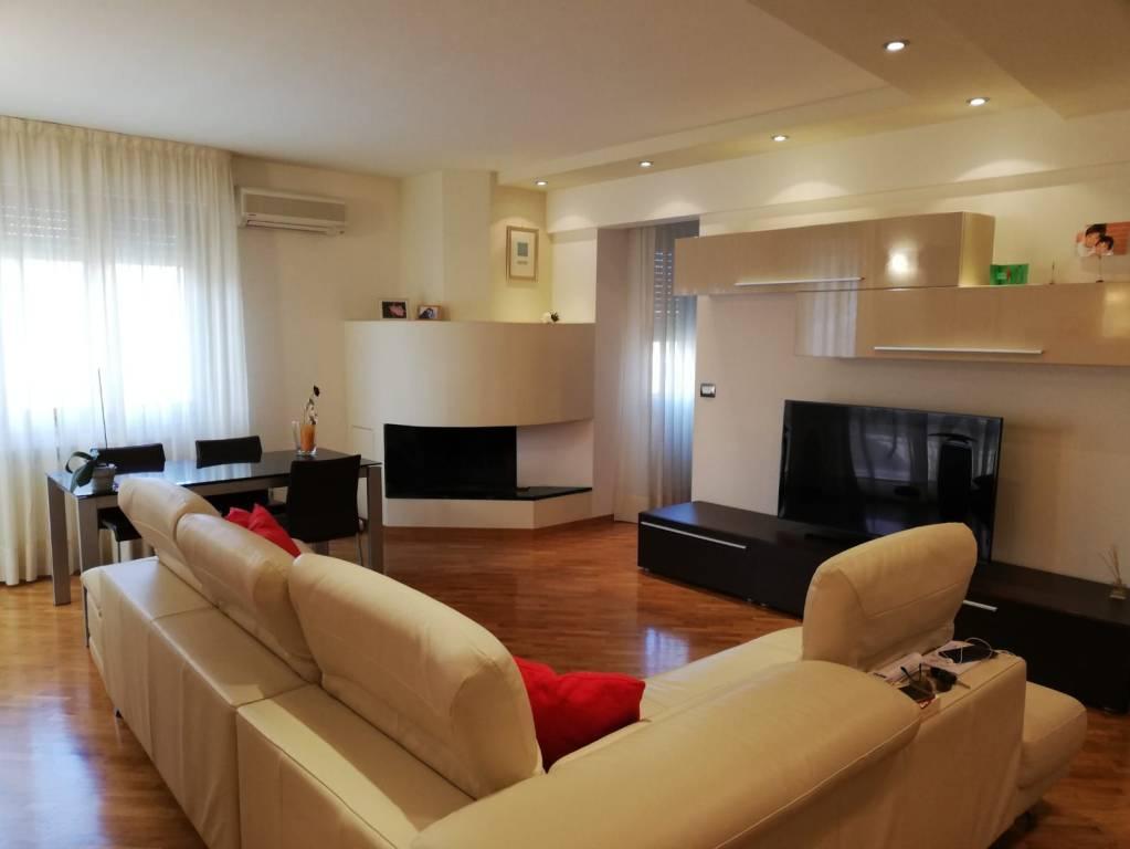 Appartamento in ottime condizioni in vendita Rif. 9161056