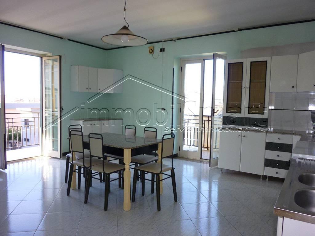 Appartamento in buone condizioni arredato in affitto Rif. 8650449