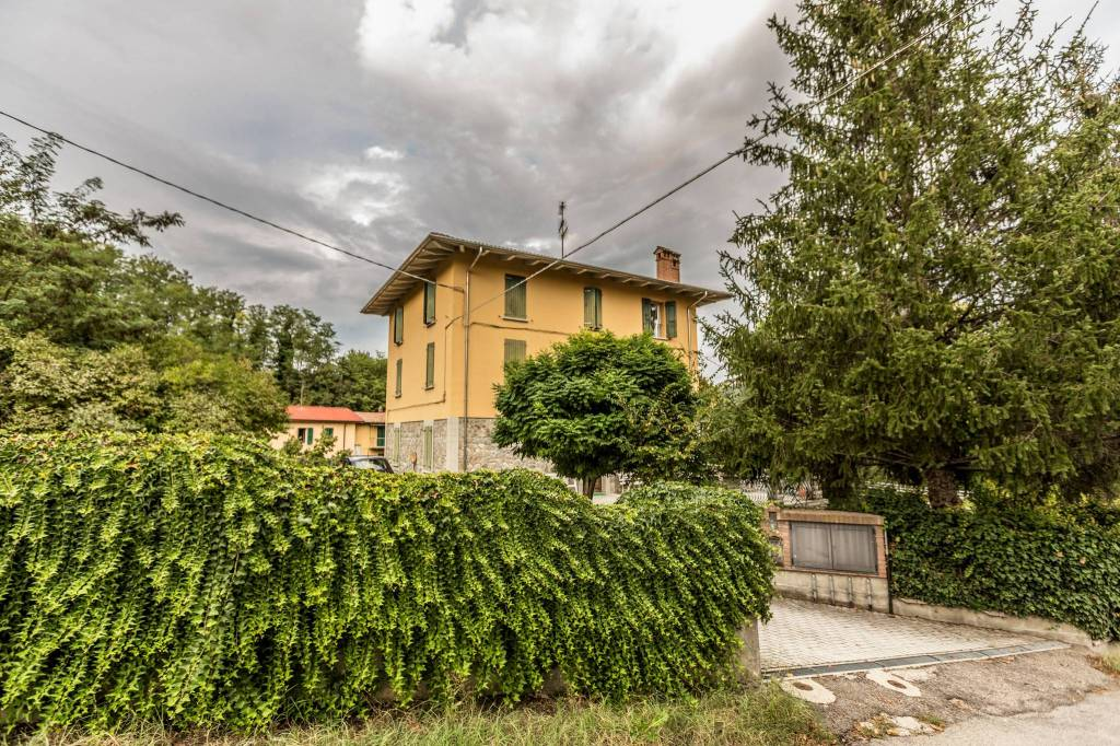 Appartamento in buone condizioni in vendita Rif. 8644630
