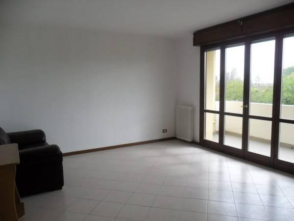 Appartamento in ottime condizioni parzialmente arredato in affitto Rif. 8651501