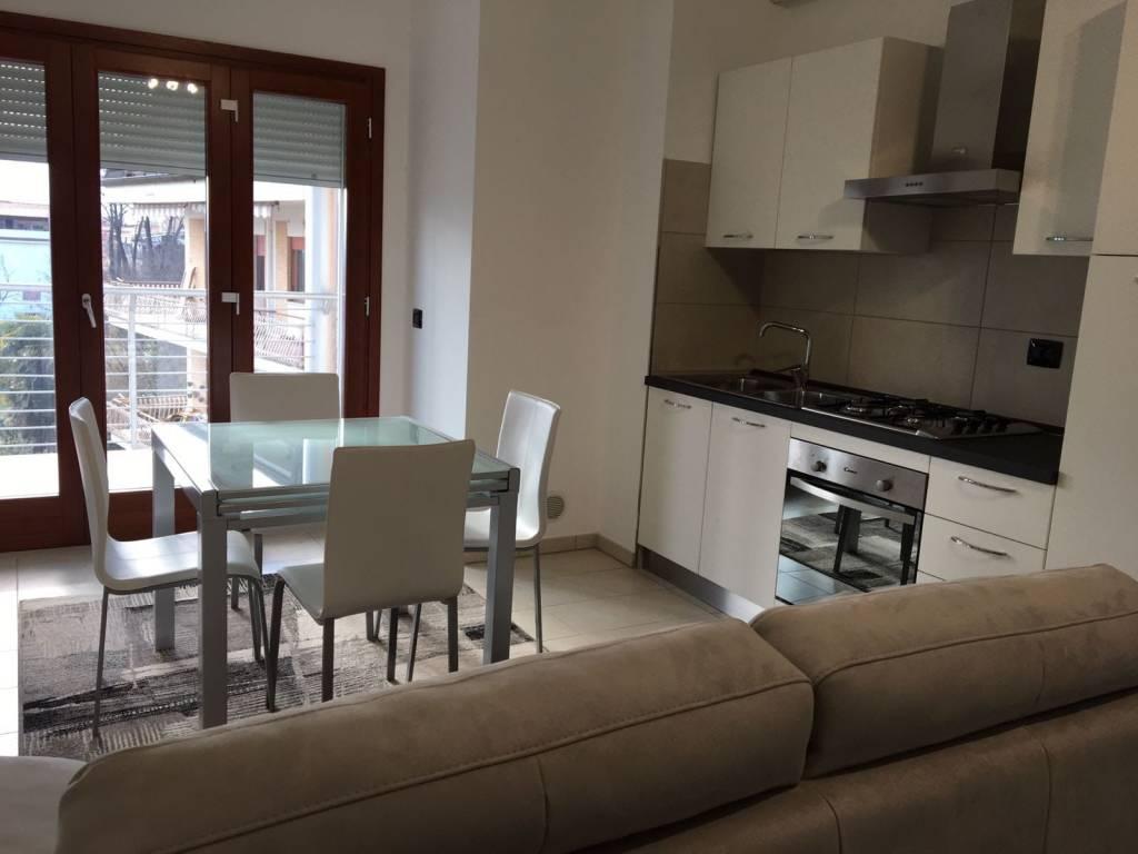 Appartamento in ottime condizioni arredato in affitto Rif. 8650460