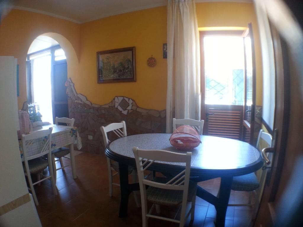 Appartamento in buone condizioni arredato in vendita Rif. 8641394