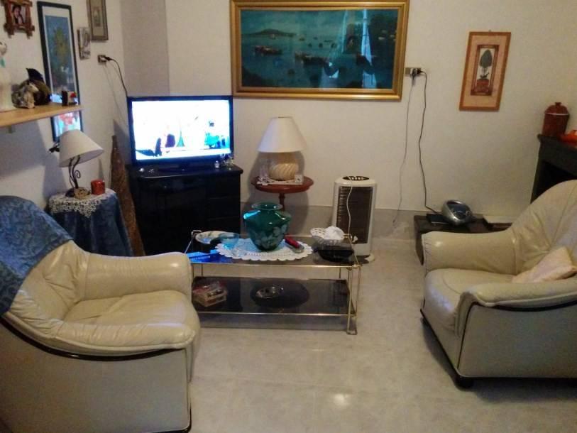 Appartamento in buone condizioni arredato in vendita Rif. 8641395