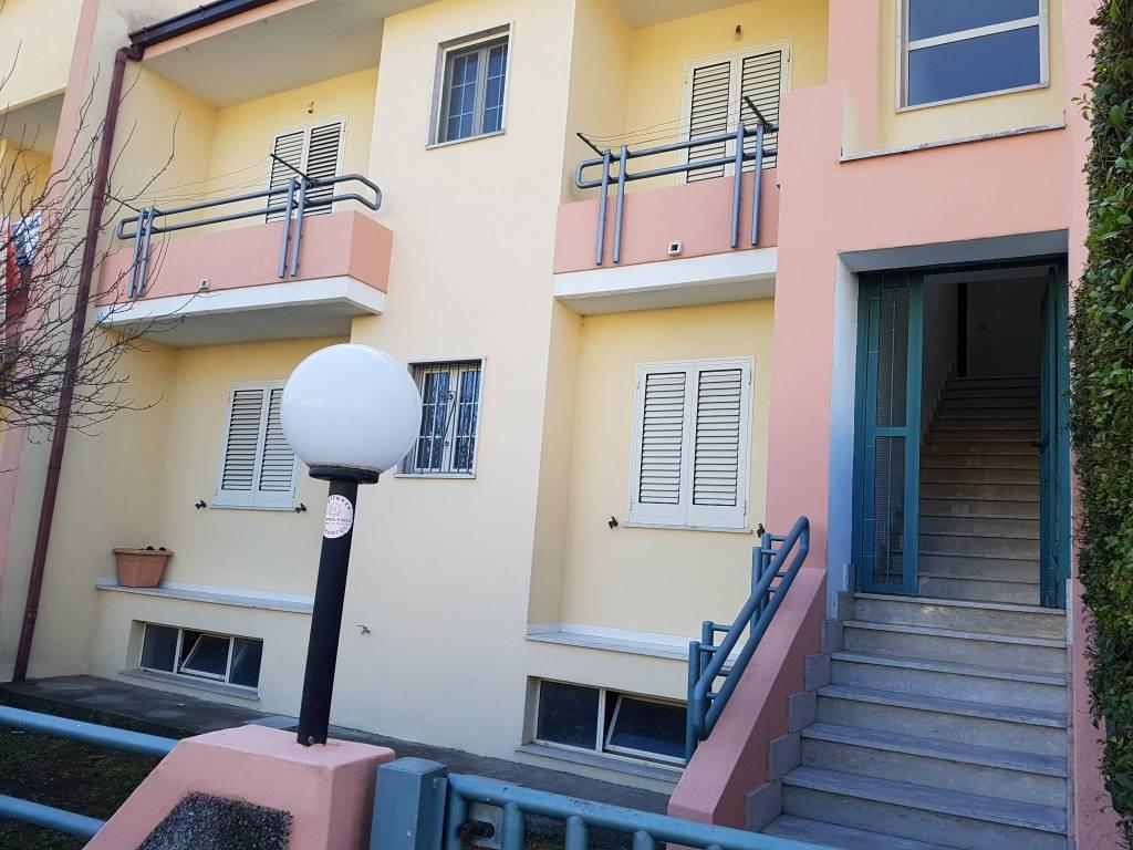 Appartamento in ottime condizioni in vendita Rif. 8641397