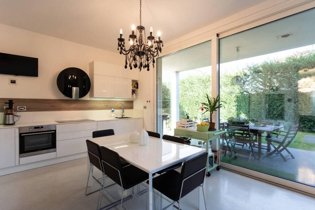 Villa in vendita a Villasanta, 5 locali, prezzo € 760.000   CambioCasa.it