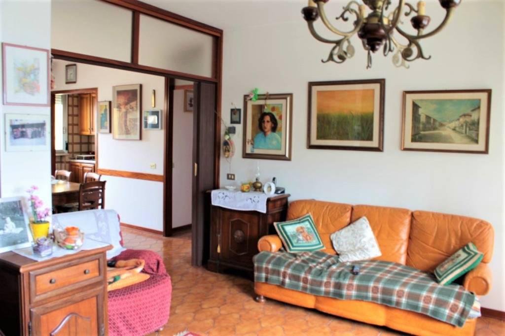 Appartamento da ristrutturare in vendita Rif. 8645726