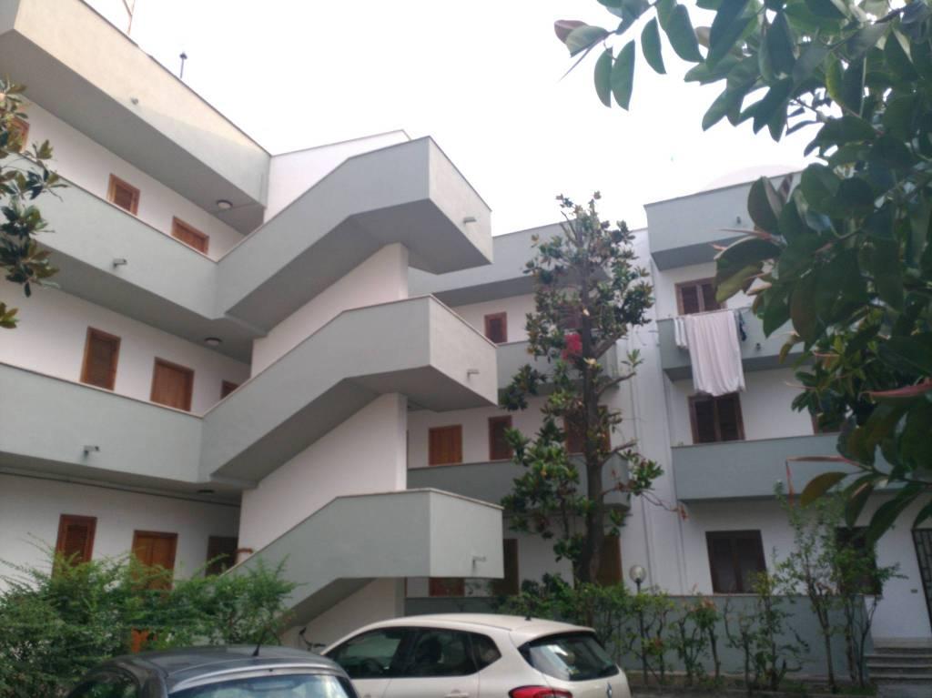 Appartamento in buone condizioni arredato in vendita Rif. 8641398