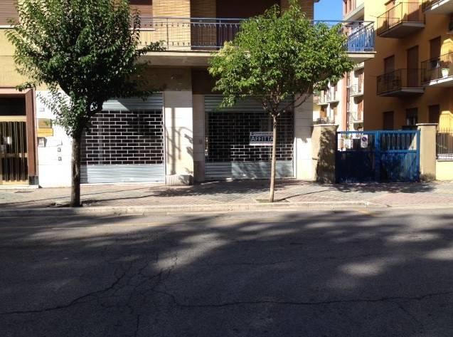 Locale commerciale in locazione, centrale, Cassino Rif. 5000611
