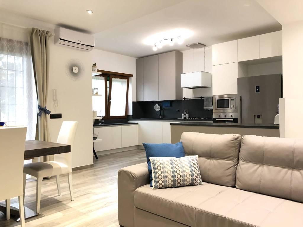 Appartamento in ottime condizioni parzialmente arredato in vendita Rif. 8913556