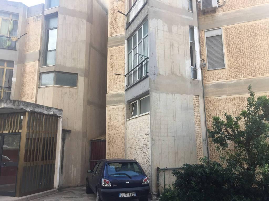 Appartamento in buone condizioni in vendita Rif. 8644968