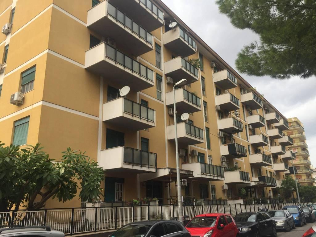 Appartamento in buone condizioni in vendita Rif. 8644970