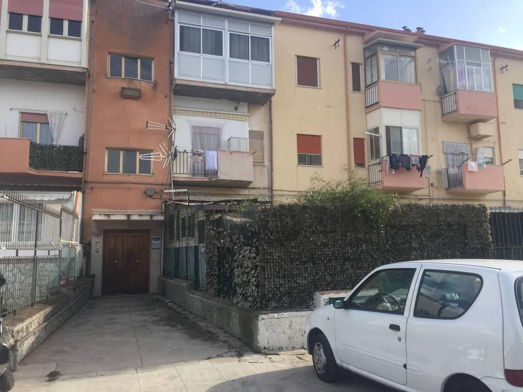 Appartamento in buone condizioni in vendita Rif. 8644972