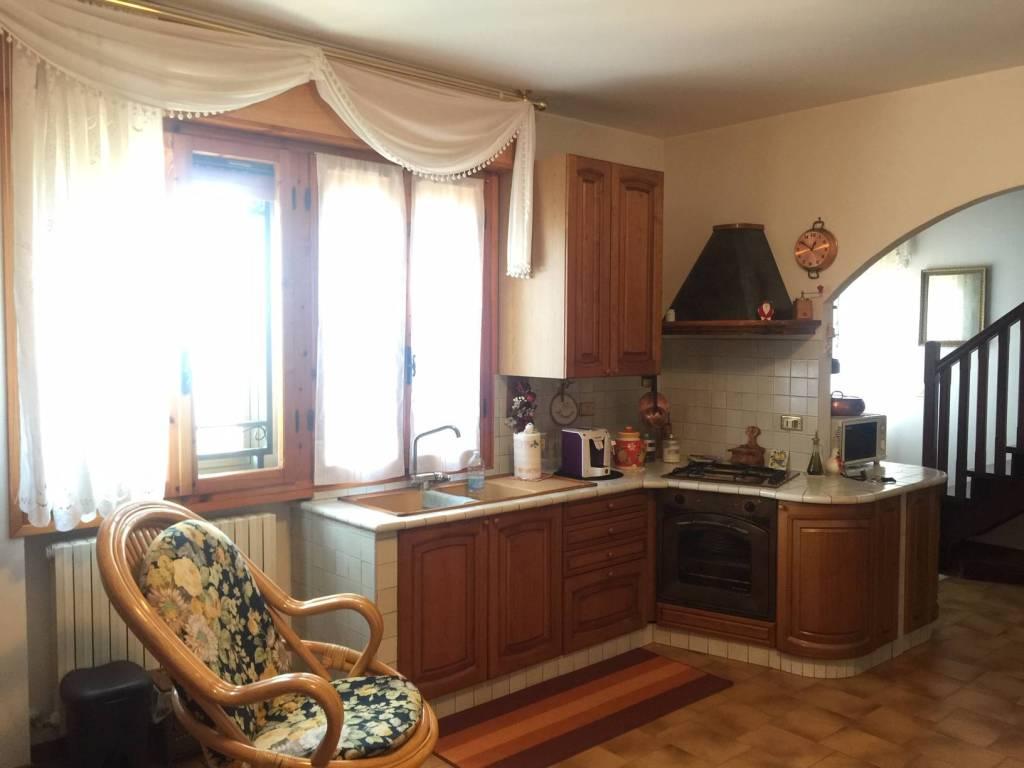 Appartamento in buone condizioni arredato in vendita Rif. 8648729
