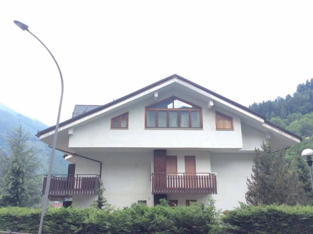 Appartamento in buone condizioni arredato in vendita Rif. 9150562