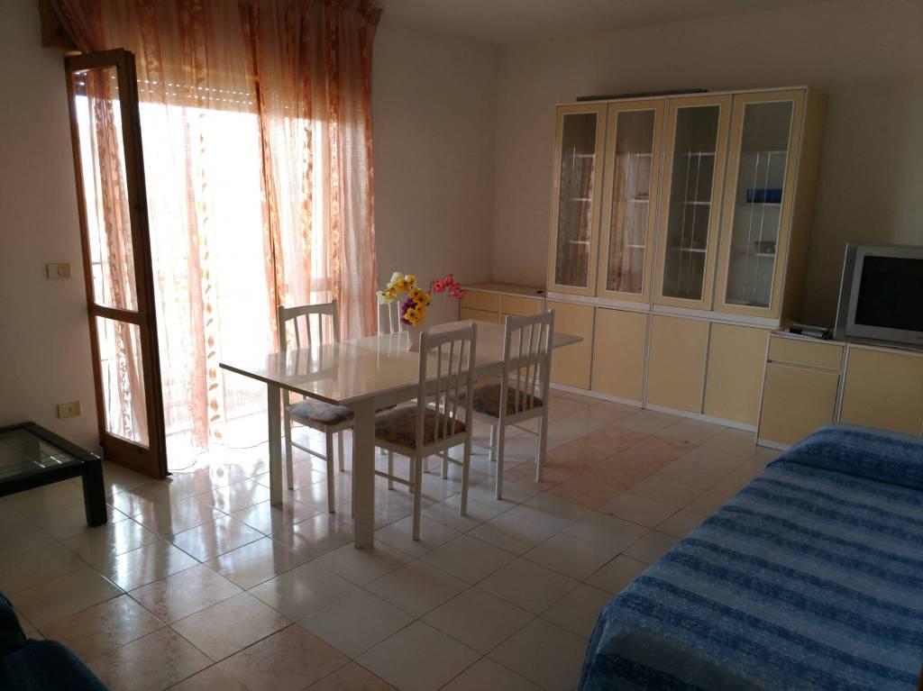 Appartamento in buone condizioni arredato in vendita Rif. 8660124