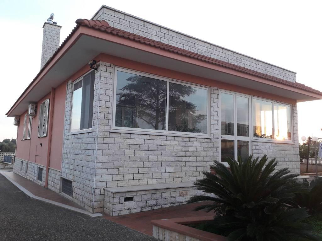 Villa in ottime condizioni parzialmente arredato in vendita Rif. 8663563