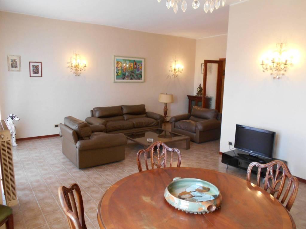 Appartamento in buone condizioni arredato in affitto Rif. 8660171