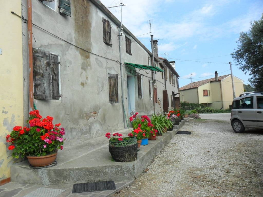 Rustico / Casale da ristrutturare in vendita Rif. 8660100