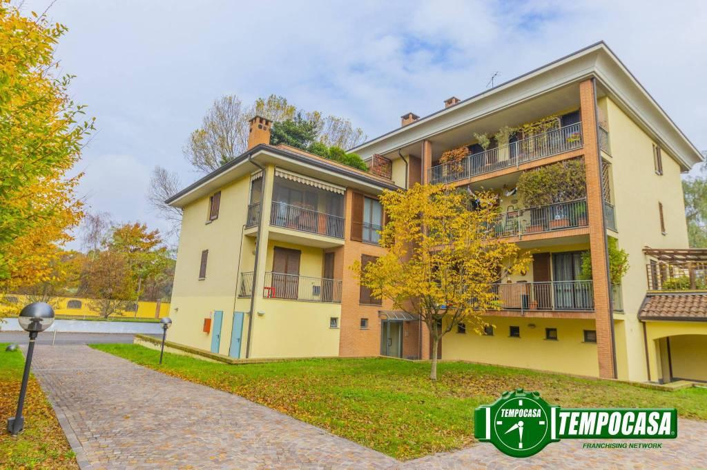 Appartamento in buone condizioni in vendita Rif. 8659396