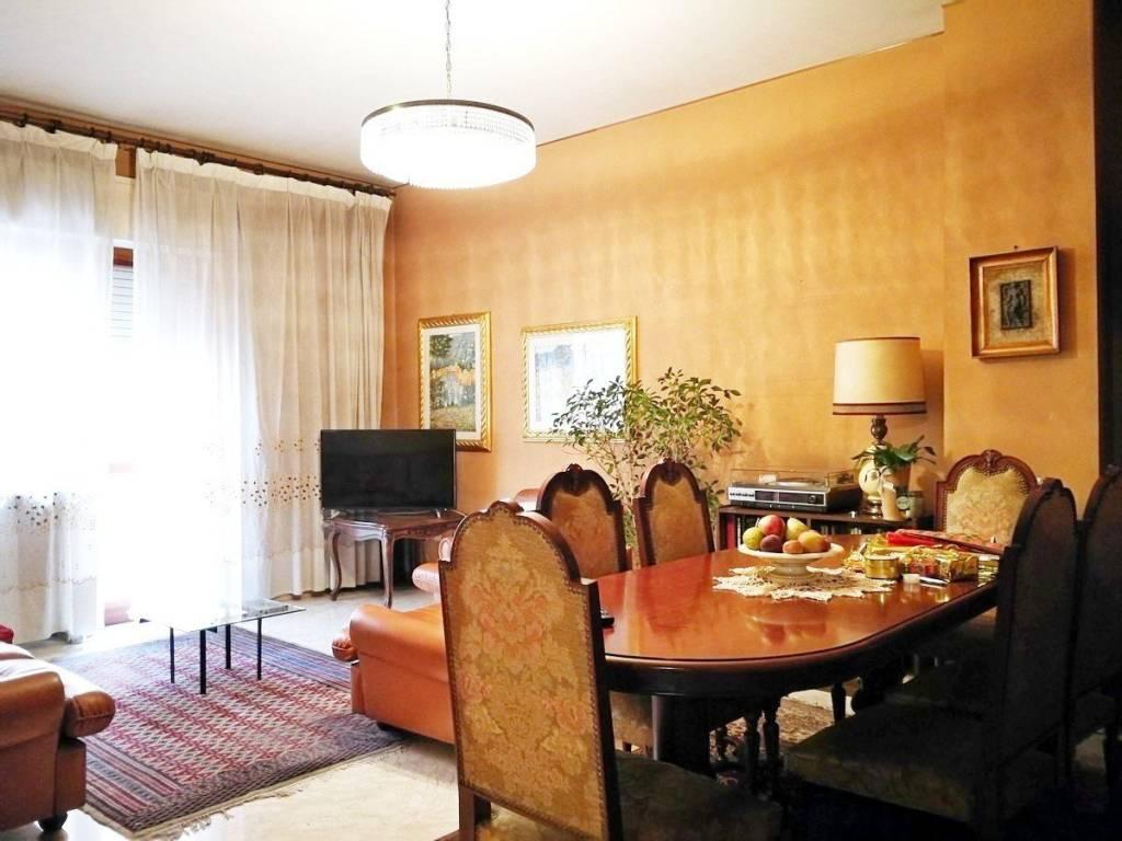 Appartamento in buone condizioni in vendita Rif. 8660942